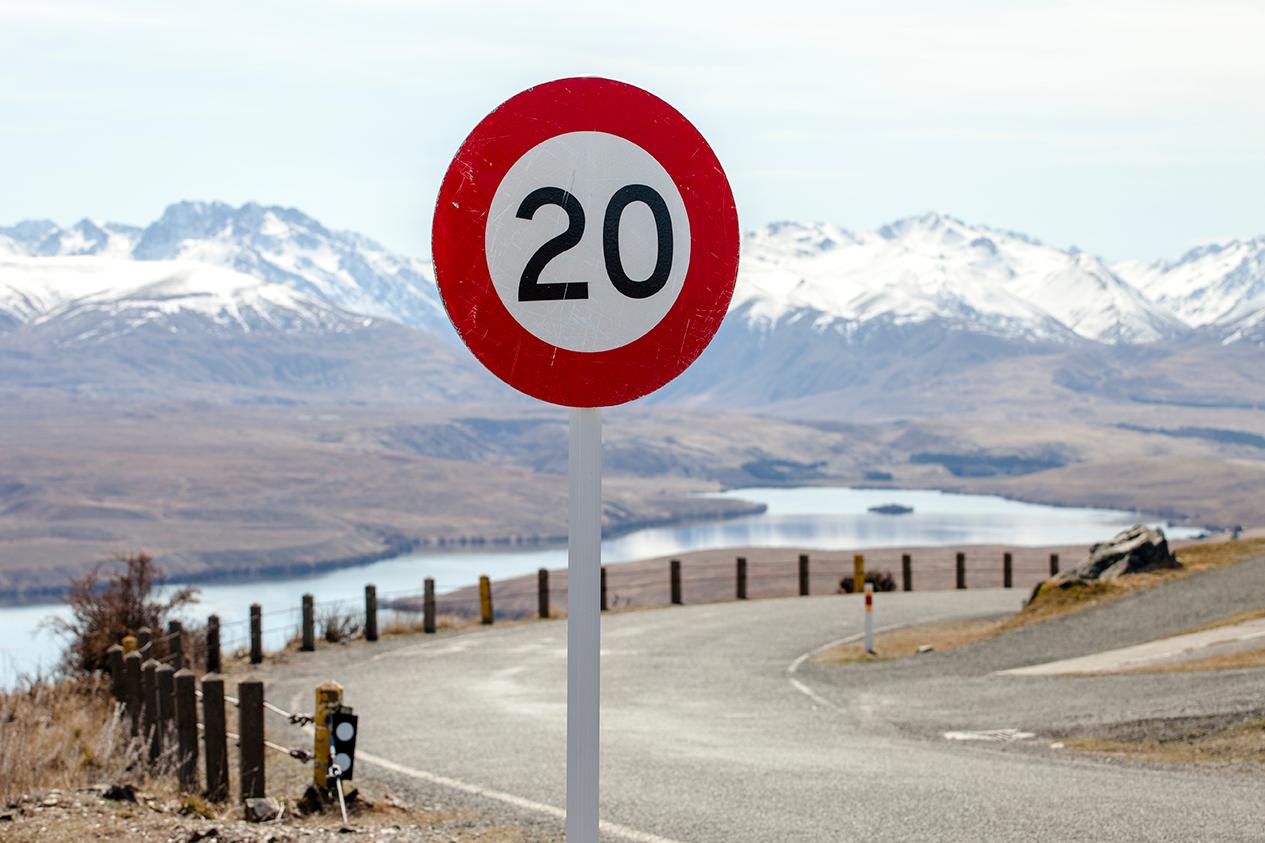 La DGT rebaja a 20 la velocidad en determinadas vías urbanas